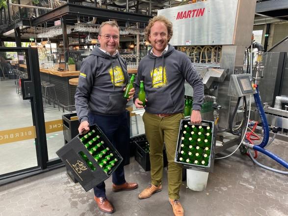 <p>Carl van Dam en Sipke Schoonhoven hebben kratten vol Mex Fest.</p>