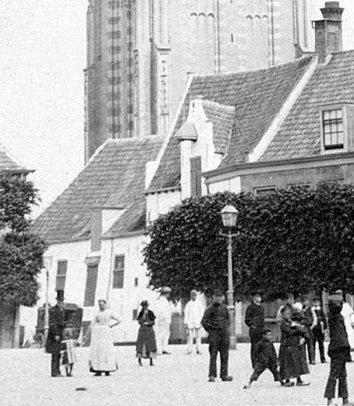 <p>Varkensmarkt, Westsingel 1 en 3 (brouwerij Het Klaverblad). J.W. Wentzel, ca 1882/1890.</p>