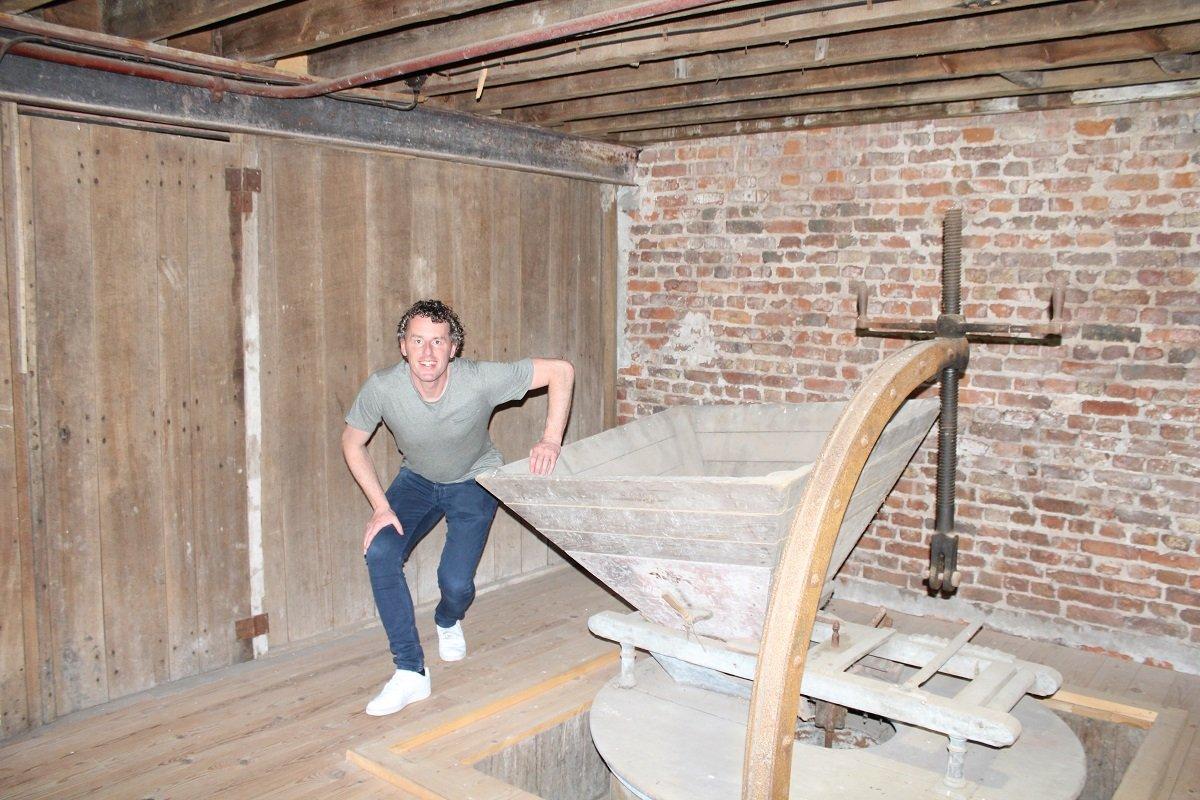 """<p>""""Oude schrootmachine eind 19e eeuw bij Brouwerij / Alcoholstokerij Wilderen.""""</p>"""