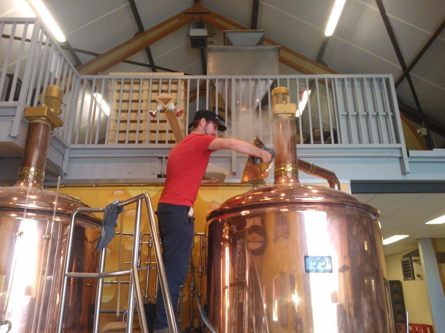 """<p>Dennis Kort brouwt op 28 september 2014 bij <a href=""""databank/brouwerij?brouwerij_id=1049"""" target=""""_blank"""" rel=""""noopener"""">Bronckhorster Brewing Company</a></p>"""