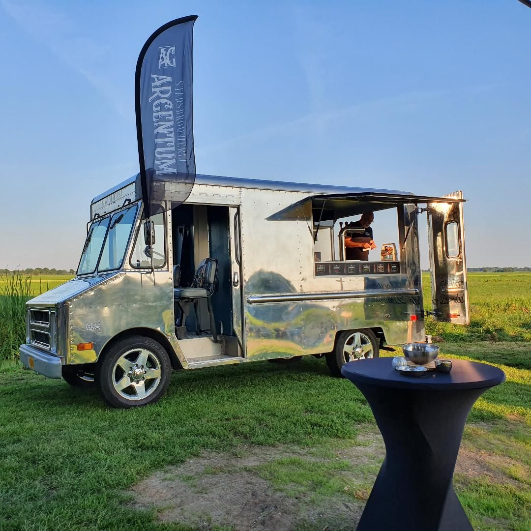 <p>Biertruck van de brouwerij in september 2019</p>