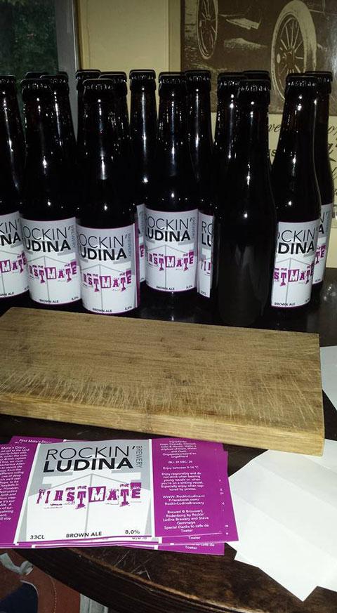 <p>Flesjes met het eerste bier van Rockin&#39; Ludina Brewery: Firstmate Brown Ale</p>