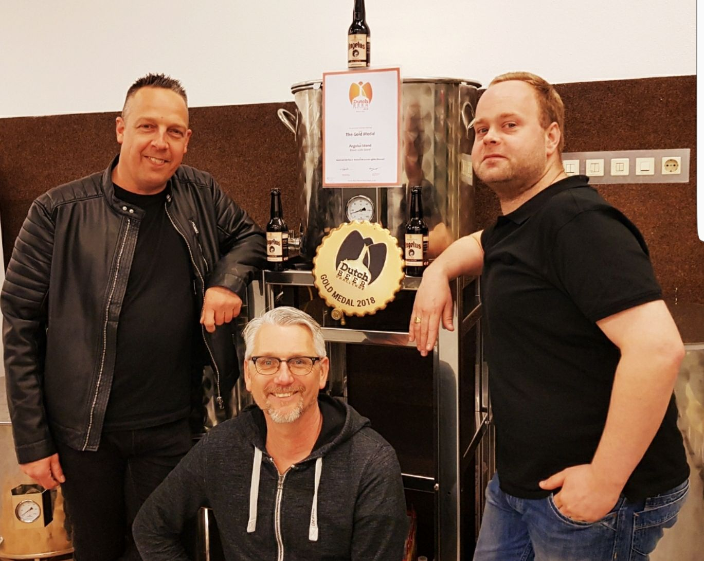 <p>Angelus blond wint goud op Dutch Beer Challenge op 4 april 2018: Ronald Driessen, Marco Zwaan en Maarten Zoetemeijer (v.l.n.r.)</p>