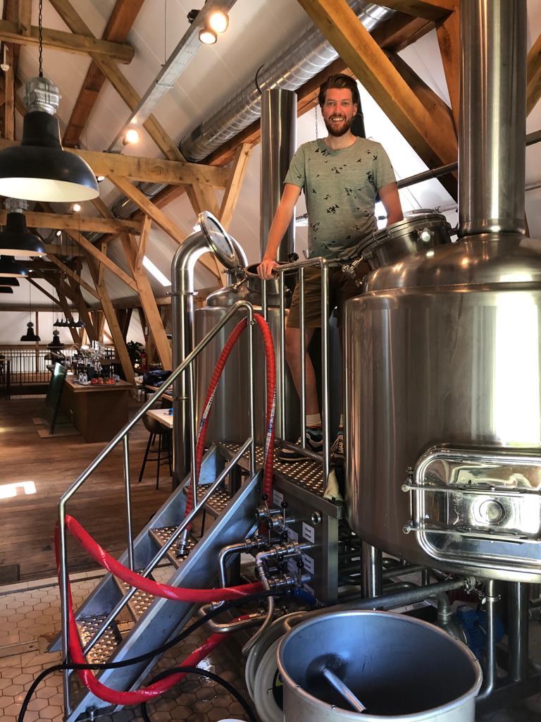 """<p>Brouwdag bij <a href=""""databank/brouwerij?brouwerij_id=1112"""" target=""""_blank"""" rel=""""noopener"""">Reuzenbieren</a></p>"""